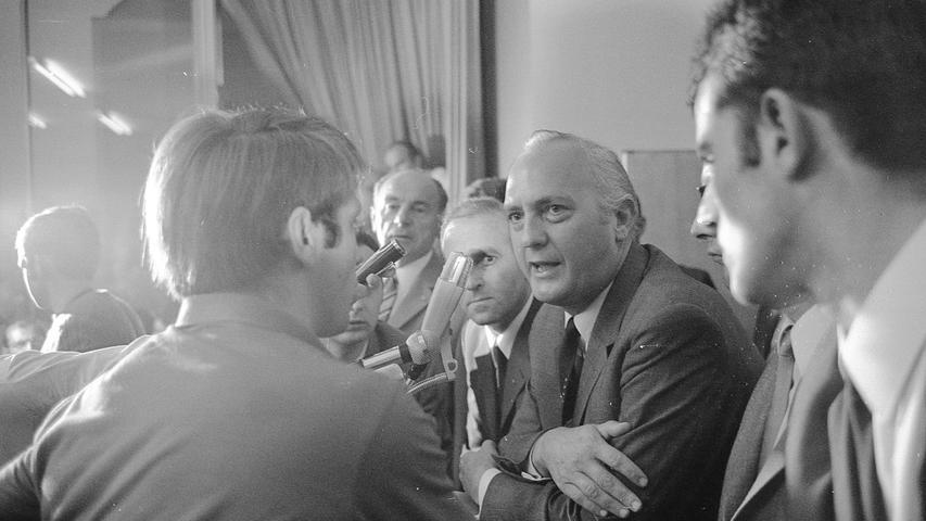 Tumultartige Szenen spielten sich bei einer Diskussion mit dem israelischen Botschafter in der Bundesrepublik, Asher Ben Natan, im überfüllten Auditorium maximum der 6. Fakultät der Universität Erlangen-Nürnberg in der Findelgasse ab.  Hier geht es zum Artikel vom 3. Juli 1969: