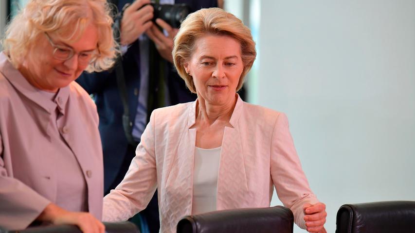 Ihre Begeisterung für Politik entdeckte von der Leyen schon früh. Maßgeblich beeinflusst wurde sie dabei von ihrem Vater Ernst Albrecht, dem ehemaligen Ministerpräsidenten von Niedersachsen.