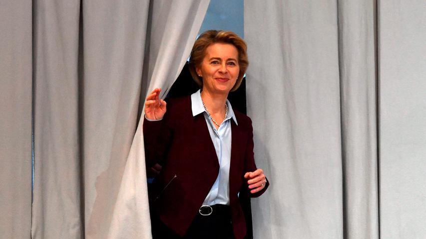 Erfahrungen mit Auftritten vor Publikum sammelte von der Leyen schon vor ihrer politischen Karriere: In den 80er Jahren stand sie im Chor mit ihrer Familie im NDR auf der Bühne. Einen Mitschnitt des Kanons kann man auf  Youtube  finden.