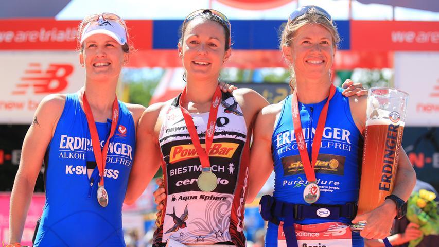 Rachel Joyce (GBR, in der Bildmitte) gewann 2012 in 8:45:04.