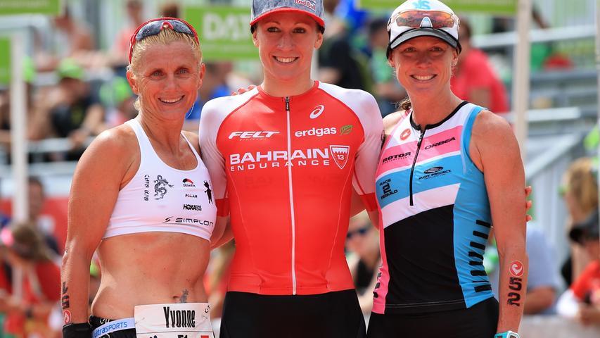 Daniela Ryf (SUI, Mitte) gewann 2016 überlegen, doch den Weltrekord Wellingtons konnte sie mit 8:22:04 nicht knacken.