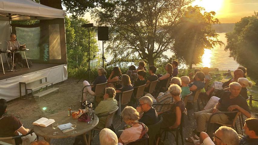 Das Literarische Colloqium Berlin macht im Sommer Lesungen direkt am Ufer.  Mehr persönliche Lieblingsorte von unserem Berlin-Korrespondent Harald Baumer.