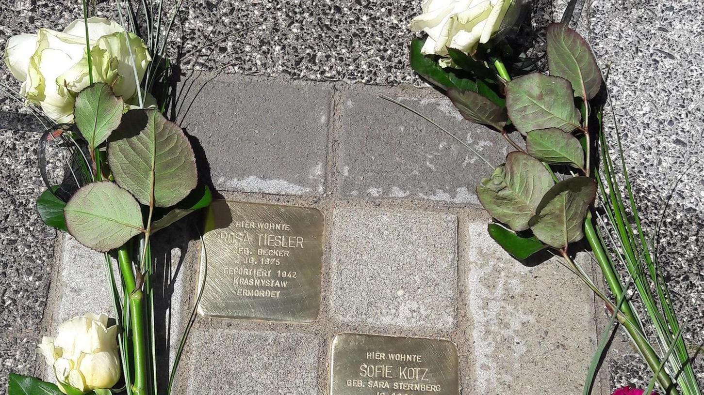 Auch in der Hornschuchallee 4 wurden zwei Stolpersteine für Sofie Kotz und Rosa Tiesler verlegt. Sofie Kotz hatte hier ein Lebensmittel- und Kurzwarengeschäft.