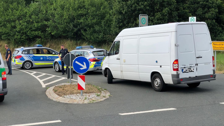Mehrere Polzeistreifen sind derzeit in der Nähe von Rügland im Einsatz.