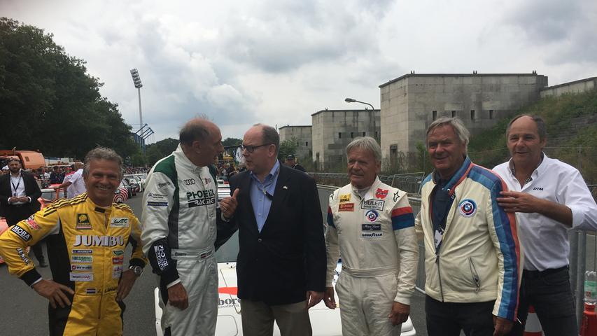 Ein echter Prinz in Nürnberg! Selbst Albert Alexandre Louis Pierre Rainier Grimaldi (Mitte), besser bekannt als Albert II., der Fürst von Monaco, wollte sich das Norisring-Rennen nicht entgehen lassen.