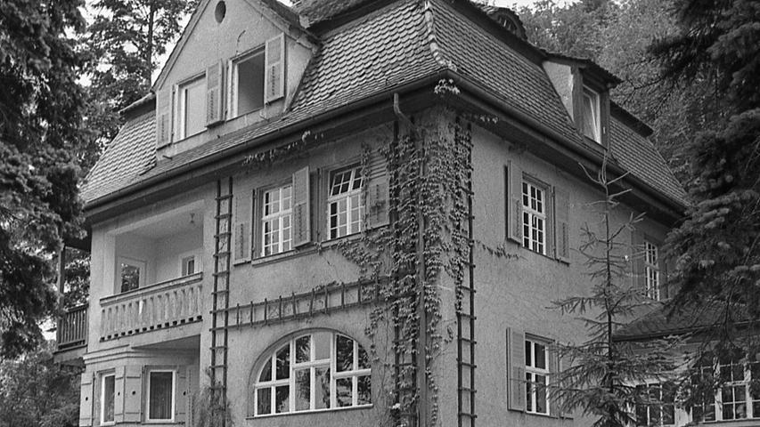 Dieses schmucke Haus gehört jetzt der Blindenanstalt. Es soll den Schülern in Zukunft als Landschulheim dienen.  Hier geht es zum Artikel vom 12. Juli 1969: Erholung im Grünen