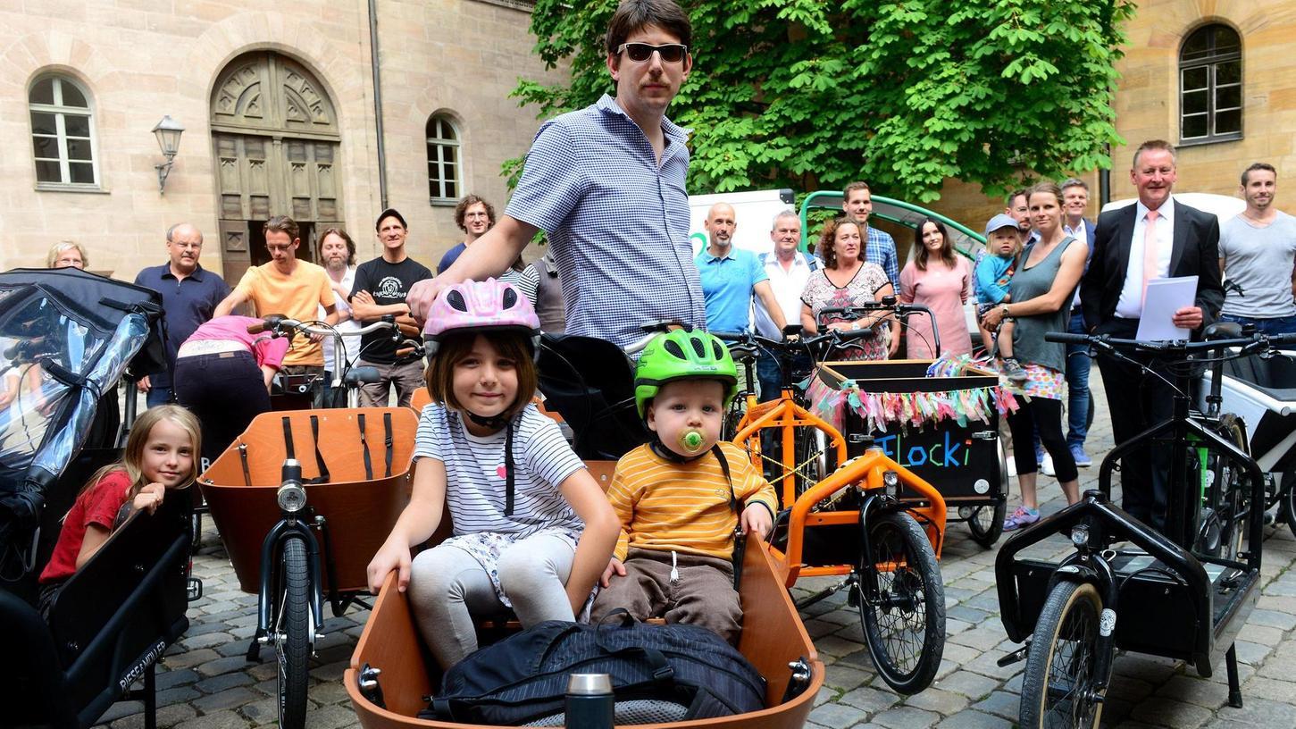 Nicht nur umweltfreundlich, sondern auch ziemlich cool: Lastenfahrräder liegen im Trend. Geht es nach der Stadtspitze, sollen sie künftig in noch größerer Zahl in Fürth anzutreffen sein.