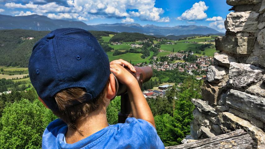Vom Oskar-von-Wolkensteinweg bei Seis hat man diesen Blick in die Landschaft.