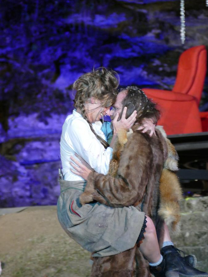 Kommen sich immer näher: der Lebkuchenmann (Andreas Leopold Schadt) und Marie (Nina Gerbig). Ein Happy End gibt es trotzdem nicht.