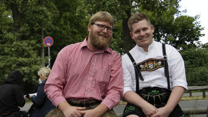 Alex (links) aus Schongau hat seinen Kumpel Christoph einfach mitgeschleift zum Gabalier-Konzert.