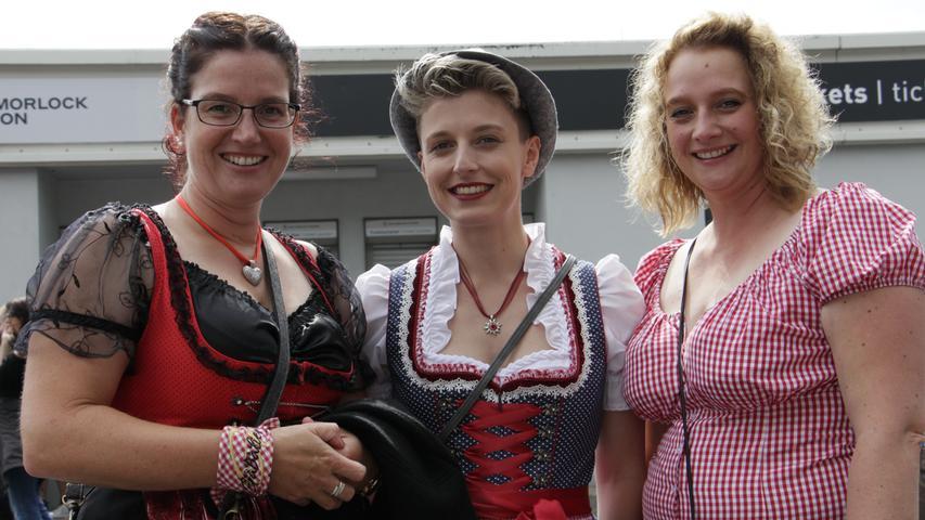 Tanja, Maike und Ute (von links) kommen aus dem Schwarzwald und sind Wiederholungstäter bei Gabalier-Konzerten: