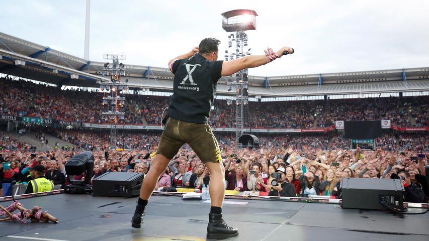 Er weiß, wies geht: Der selbsternannte Volks-Rock'n'Roller Andreas Gabalier hat am Samstagabend das ausverkaufte Max-Morlock-Stadion in Nürnberg zum Beben gebracht.
