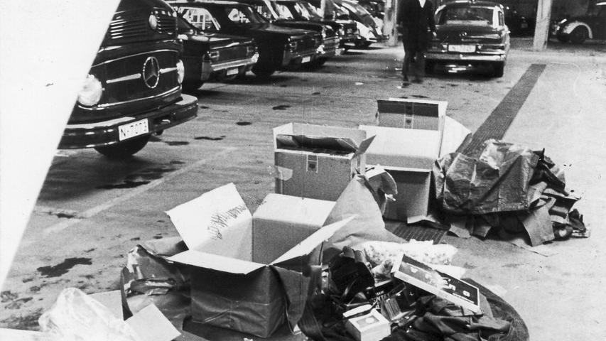 75 Kilogramm Haschisch im Handelswert von etwa 800 000 Mark sind von einem einzigen Mann nach Nürnberg geschmuggelt worden! Zu diesem überraschenden Ergebnis kam die Kriminalpolizei, die jetzt ihre umfangreichen Ermittlungen in dem Rauschgiftskandal abgeschlossen hat.  Hier geht es zum Artikel vom 19. Juli 1969: 1,5 Zentner Rauschgift im Gepäck.