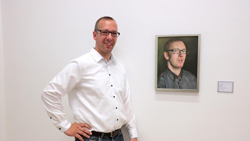 André Debus zeigt sich auf seinem fast fotografischen Selbstporträt als