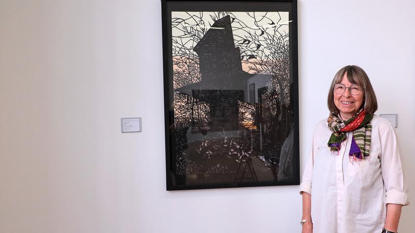 Meisterin in der Kunst des Papierschnitts: Susanne Jost mit ihrer durchaus unheimlichen Arbeit
