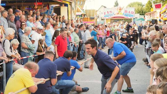Titelverteidigung und Frauenpower beim Volksfest-Tauziehen in Treuchtlingen