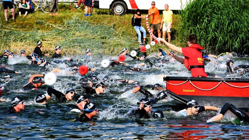 er 30. Erlanger Triathlon war ein voller Erfolg. 800 Starter über die Kurz- und Mitteldistanz kämpften sich durch den Main-Donau-Kanal, die Radstrecke entlang durch den Landkreis Erlangen-Höchstadt und über die Laufstrecke ins Ziel.