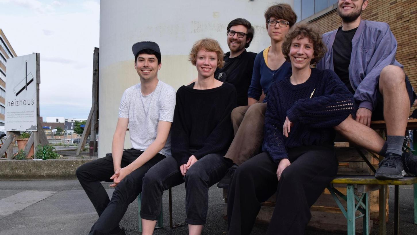 Tillmann Severin, Ayna Steigerwald, Frederik Skorzinski (hinten, v.l.), Tristan Marquardt, Clara Kopfermann und Lara Sielmann (vorne) organisieren das ULF–Festival.