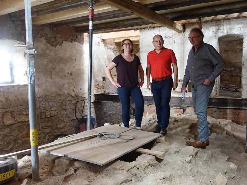 Es geht voran mit den Sanierungsarbeiten: Seit Oktober wird in der Alten Mälzerei in Lauterhofen gewerkelt. Das Gebäude aus dem 16. und 17. Jahrhundert wird mit rund 1,3 Millionen Euro wieder hergerichtet.