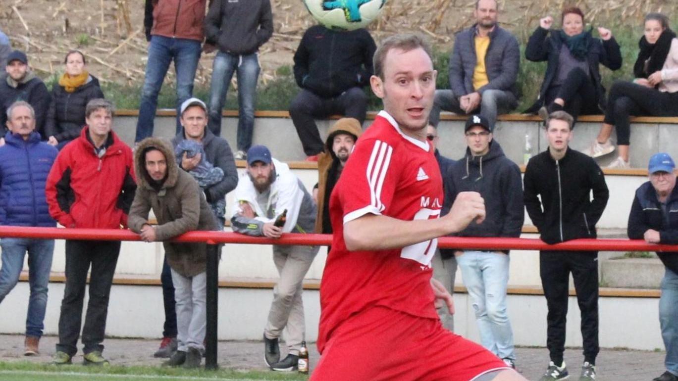 Obenauf? Der FC/DJK Weißenburg um seinen Kapitän Daniel Heckel (in Rot) will in der neuen Kreisliga-Saison weiter vorne landen als zuletzt (Rang fünf).