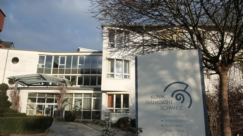 Das Klinikum Forchheim verfügt über einen Standort in Ebermannstadt. Dort widmen sich die Mitarbeiter zwei Bereichen, nämlich der Inneren Medizin mit Akutgeriatrie, psychosomatischer Medizin samt Psychotherapie sowie der geriatrische Rehabilitation.