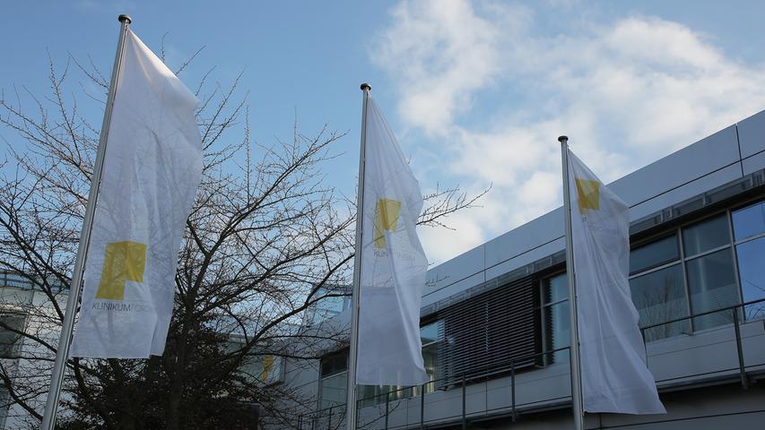 Als größeres Haus verfügt das Klinikum Forchheim-Fränkische Schweiz über vier Kliniken (Innere Medizin, Allgemeinchirurgie, Orthopädie und Frauenheilkunde). Hinzu kommen mehrere Fachabteilungen wie Plastische und Ästhetische Chirurgie oder Radiologie und Urologie sowie zum Beispiel Adiposidas-Zentrum Oberfranken und etliche Belegabteilungen.