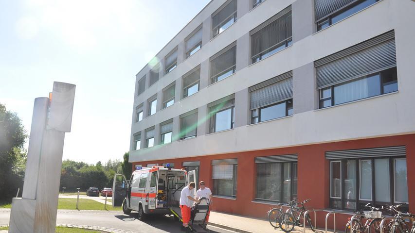 Seit 2006 gehört das Krankenhaus in Lauf, ebenso wie das in Altdorf, zur Krankenhäuser Nürnberger Land GmbH des Nürnberger Klinikums. Ein bauliches  Highlight war die Errichtung eines neuen Bettenhauses 2017. Die stellte die größte Investition in der über 50-jährigen Geschichte der Laufer Einrichtung das.
