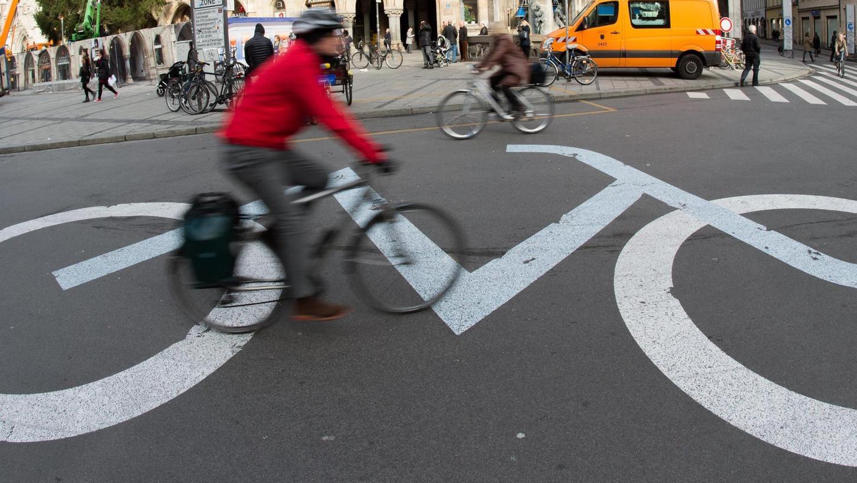 In München hat sich inzwischen der Stadtrat hinter die Forderungen der Initiatoren zweier Bürgerbegehren gestellt, die sich unter anderem einen Altstadt-Radlring wünschen.