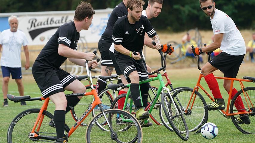 Zweirad-Zidanes und Pedal-Pelés: Bernlohe feiert das Radball-Spektakel!