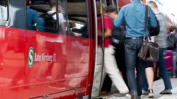 Verzögerungen im Zugverkehr zwischen Neumarkt und Ochenbruck: Baum im Gleis und Notarzteinsatz