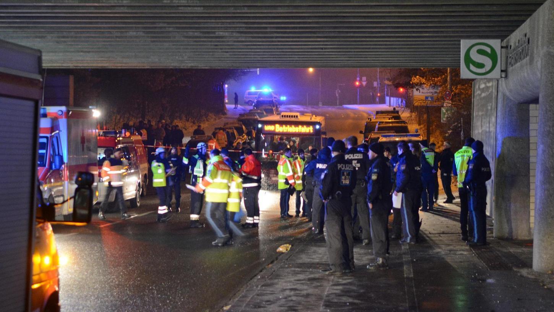 Ein großes Aufgebot an Polizei, Feuerwehr und Rettungskräften eilte am 26. Januar zum S-Bahnhof Frankenstadion. Zwei Jugendliche waren ins Gleis gestoßen und vom Zug überrollt worden. Die zwei 17-jährigen Tatverdächtigen sitzen in U-Haft. Anklage ist mittlerweile erhoben.