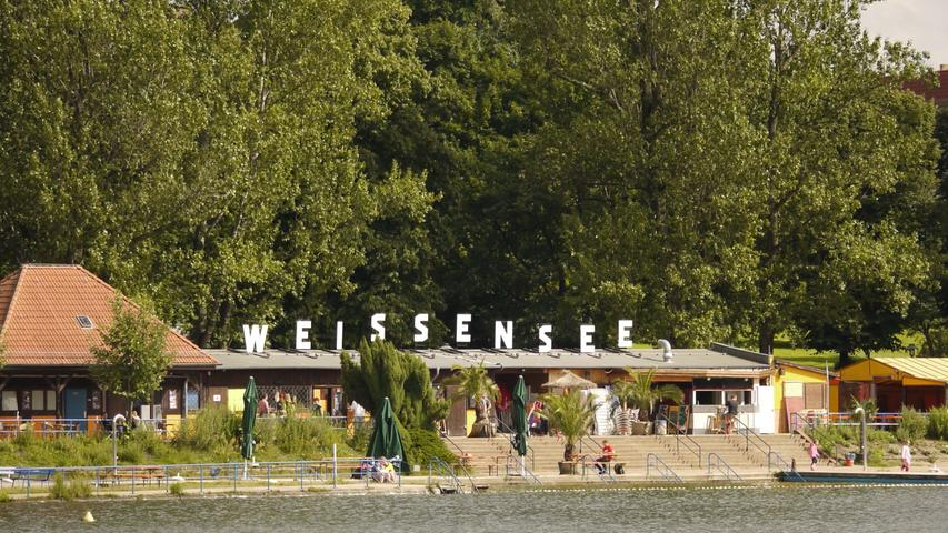 Längst nicht so überlaufen wie woanders: das Strandbad Weissensee.  Mehrpersönliche Lieblingsorte von unserem Berlin-Korrespondent Harald Baumer.