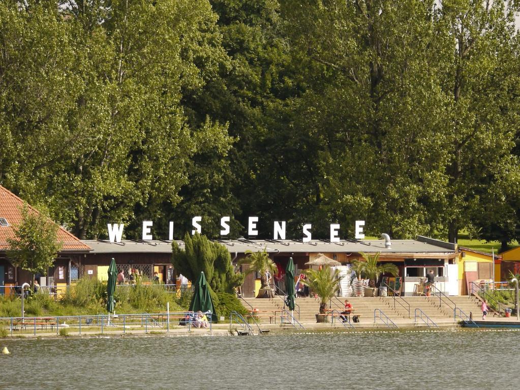 Längst nicht so überlaufen wie woanders: das Strandbad Weissensee.