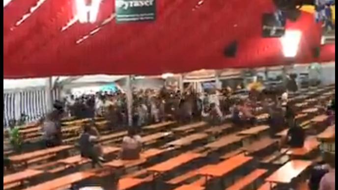 Video: Burgfest-Fans stürmen das Hilpoltsteiner Bierzelt