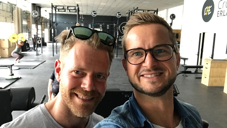 Daniel Sandreuther (li.) von Crossfit Erlangen war zu Gast im Lokalsportcast mit Sportredakteur Christoph Benesch.