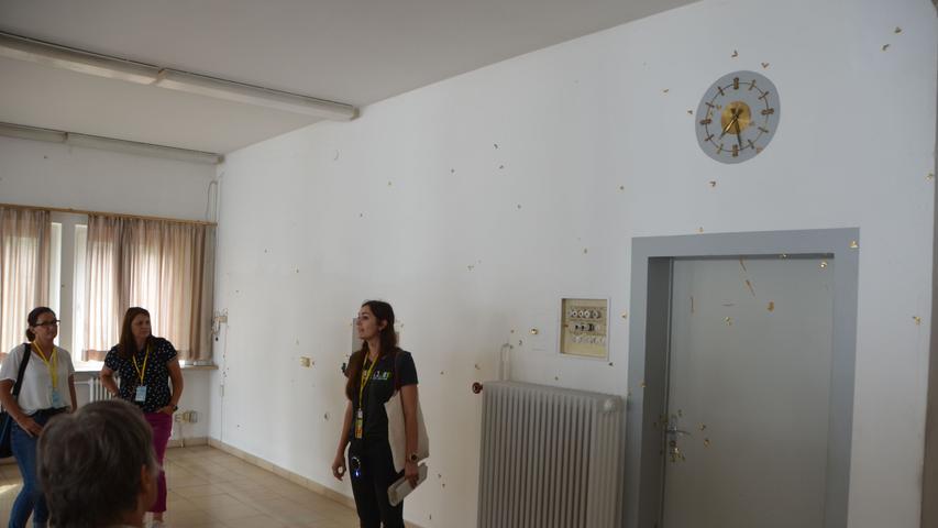 Die Künstlerin wurde in Erlangen geboren und studierte Kommunikationsdesign an der Fachhochschule Nürnberg sowie freie Malerei und bildende Kunst an der Akademie der Bildenden Künste, Nürnberg. Mittlerweile lebt und arbeitet sie in Leipzig. Sie ist die diesjährige Trägerin des Kunstpreises der Stadt Schwabach...