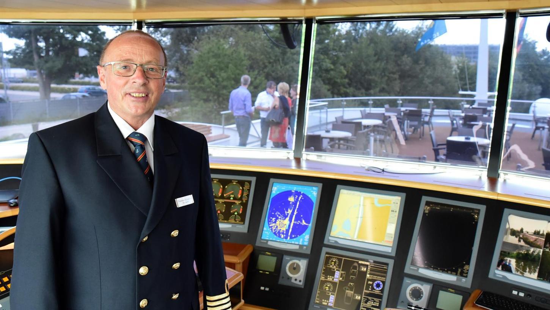 """Kapitän Thomas Schweizer hat die """"Swiss Tiara"""" sicher nach Forchheim gebracht. An Bord des Kreuzfahrtschiffes ist ausreichend Platz für insgesamt 153 Passagiere."""
