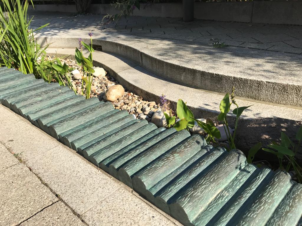 Kunstwerke Diespeck Knüppeldamm Kunstwerk vor dem Rathaus Diespeck
