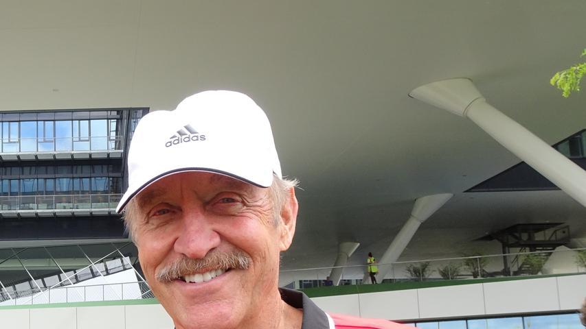 Stan Smith ist ein ehemaliger US-amerikanischer Tennisspieler. In den 70er Jahren gehörte er zur Weltspitze. Die Tennislegende unterzeichnete einen lukrativen Vertrag mit Adidas, der sein ganzes Leben gilt. Der Retro-Look hat...