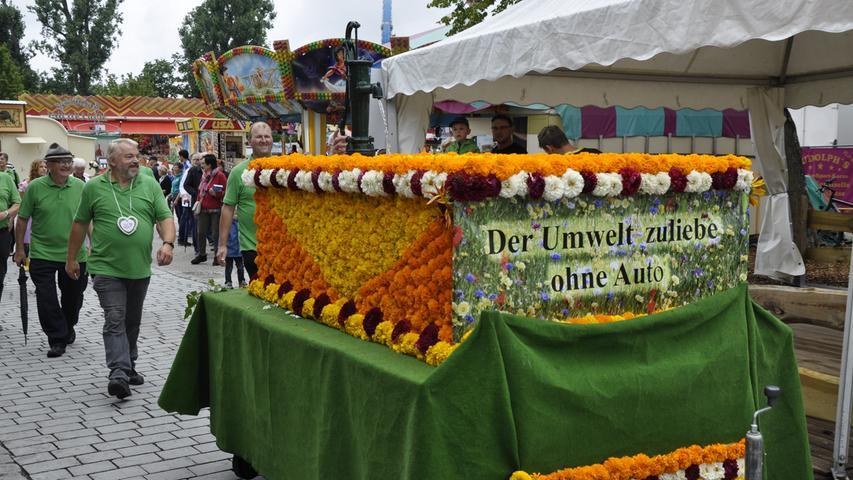 Foto : Detlef Gsänger (dg) / 12.08.2019 / wirecenter am120819..motiv : Festzug Rother Kirchweih 2019 ..Großer Festzug der Vereine durch Roth....Rothkirchweih2019..Rothkirchweihfestzug2019