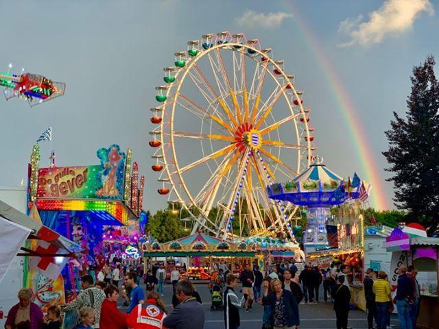 Dieses tolle Foto vom Regenbogen über dem Festplatz hat uns Frank Heindl geschickt.