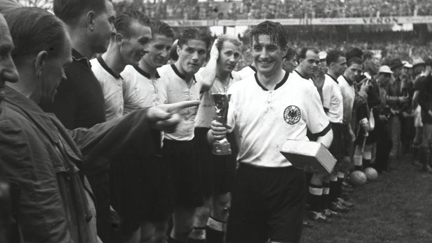 1954 spielte die deutsche Nationalmannschaft bei der Weltmeisterschaft erstmals in Schuhen mit Schraubstollen - von Adidas. Der Titelgewinn nach dem legendären 3:2 gegen Ungarn brachte dem Unternehmen den Durchbruch.