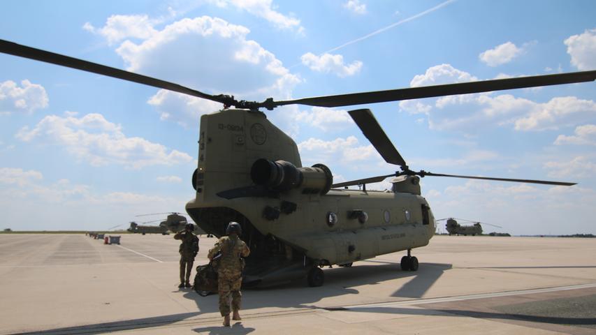 Chinook Hubschrauber auf dem Flugfeld