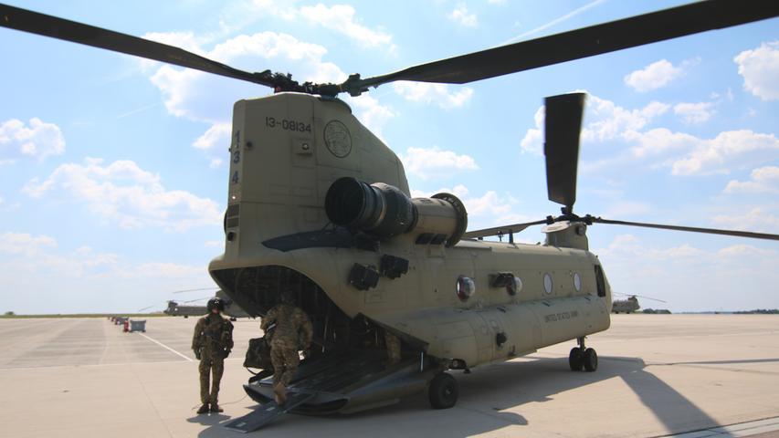 Beeindruckende Ausmaße hat der Chinook-Helikopter