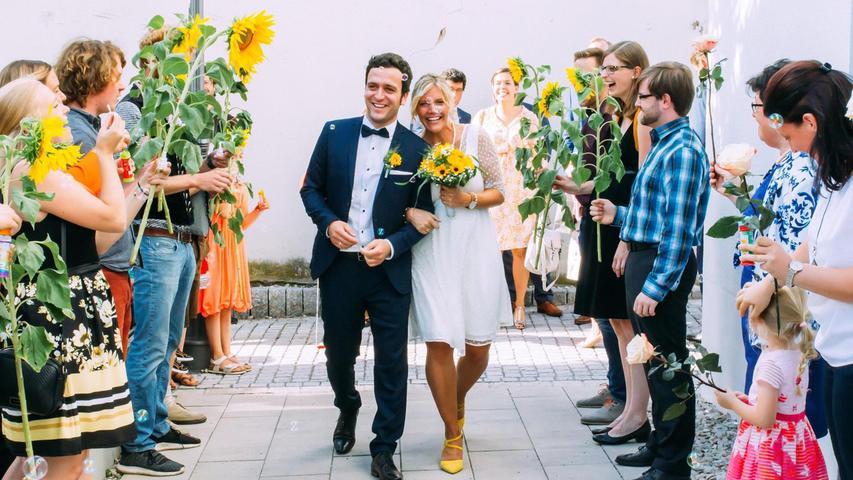 Der Neumarkter Oberbürgermeister Thomas Thumann hat die gebürtige Neumarkterin Elena Erler und Andreas Höpfinger aus dem Landkreis Mühldorf am Inn, zu Ehemann und Ehefrau gemacht.  Die 31-jährige Personalreferentin und der 35-jährige Vertriebsangestellte haben sich 2013 auf dem Münchner Oktoberfest kennengelernt. Ihr gemeinsamer Wohnsitz ist in München. Freunde und Verwandte aus Oberbayern und der Oberpfalz standen nach der Trauung in Neumarkt Spalier.  Pünktlich zur diesjährigen Wiesn-Zeit erwarten die beiden ihre erste Tochter, die das gemeinsame Glück perfekt machen wird.