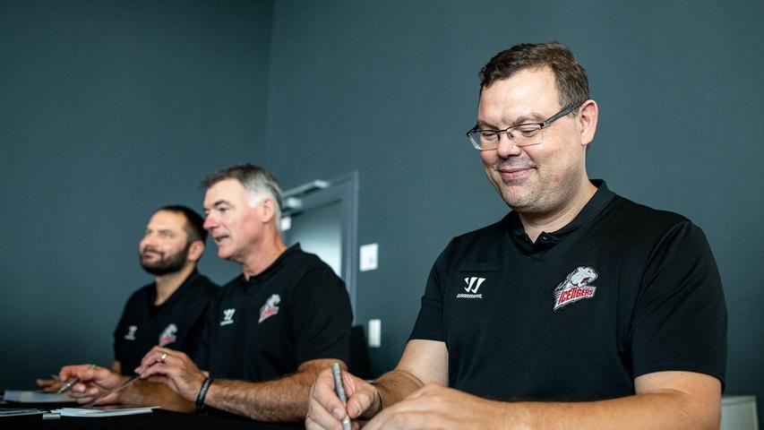 Nur noch einer übrig: André Dietzsch (von rechts) ist weder Sportdirektor noch Torwarttrainer, Kurt Kleinendorst wird wohl nicht zurückkehren. Auf die