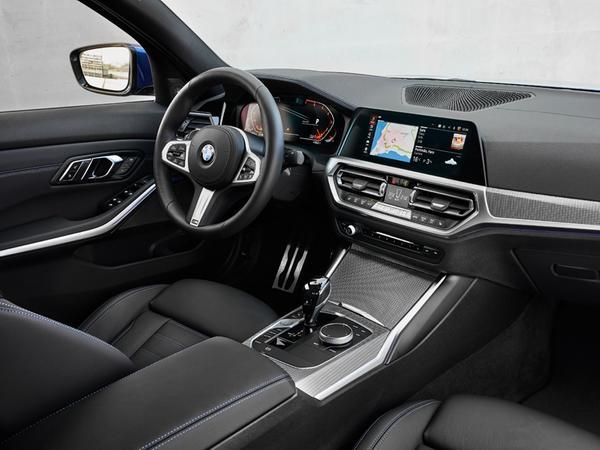 Auch innen ein Driver's Car: Das Cockpit im 3er ist fahrerorientiert zugeschnitten.