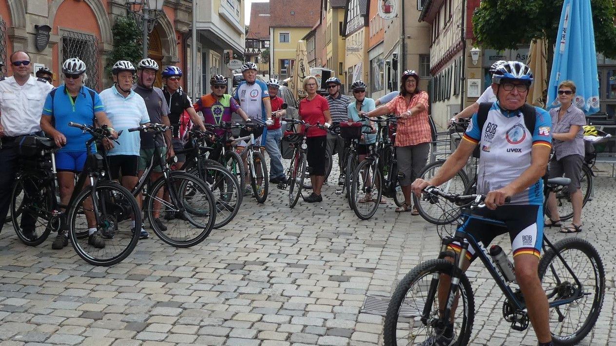Zur definitiv letzten geführten Tour startet Helmuth Schuh (r.) am 9. September. Tags zuvor feiert er 20. Jahre Benefizradeln mit Jubiläumsaktionen auf dem Neustädter Marktplatz.