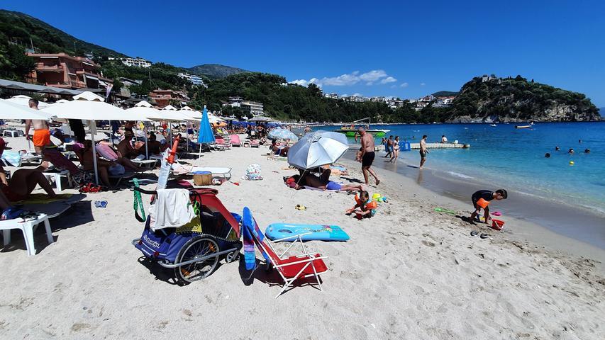 Nur gut 50 Kilometer entfernt ist der hübsche Urlaubsort Parga, hier der benachbarte Valtos Beach mit seinem hübschen, kleinen Campingplatz.