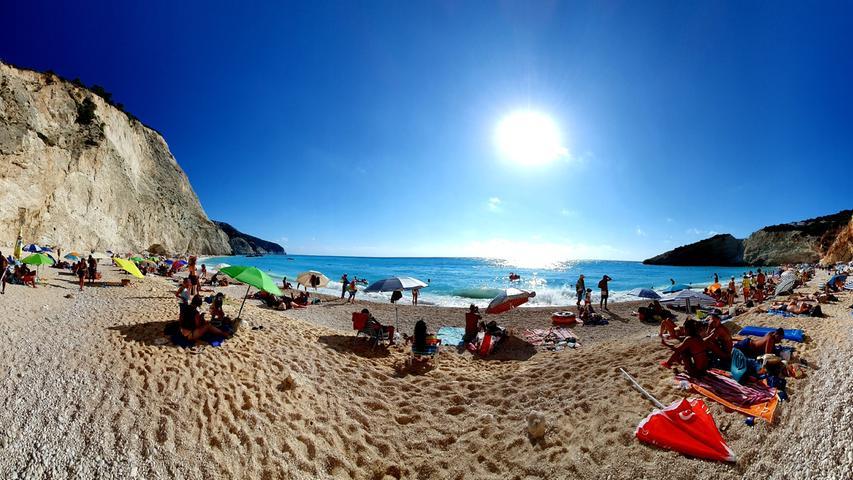 Panoramablick über den wundervollen Porto Katsiki Beach, dessen Wasser in strahlendem Türkis leuchtet.